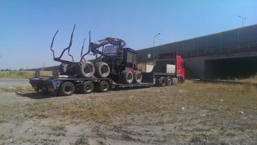 Transport maszyny leśnej Forwarder Valmet (wymiary ładunku: 8,20 x 2,60 x 3,65m waga: 14,5t)