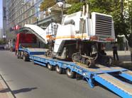 Transport frezarki Wirtgen (wymiary ładunku: 13,57 x 2,55 x 3,47m waga: 31,2t)