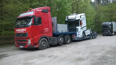 Transport ciągnika siodłowego. (wymiary ładunku: 6,20 x 2,55 x 3,98m waga: 8,5t)
