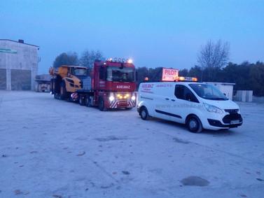 Transport wozidła przegubowego VOLVO A40 (wymiary ładunku: 11,27 x 3,43 x 3,77m waga: 30,2t)