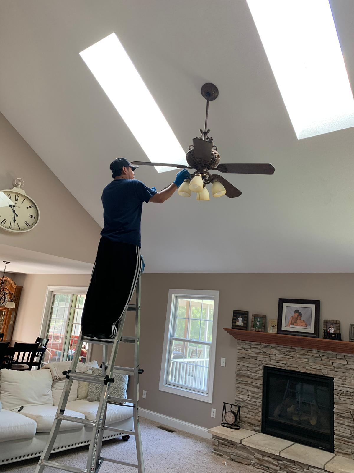 Light fixtures cleaning