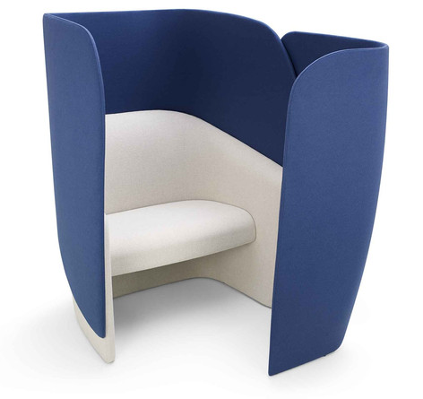 Mango Chair with High Back and Privacy Screen