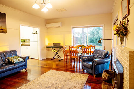 Duff's Cottage Lounge.jpg