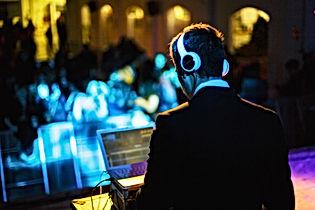 Musico en vivo y DJ