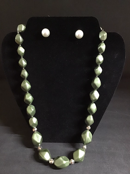 Olive Beaded Necklace (N04)