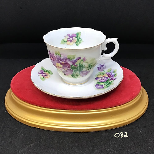 Vintage Japan Tea Cup and Saucer (082)