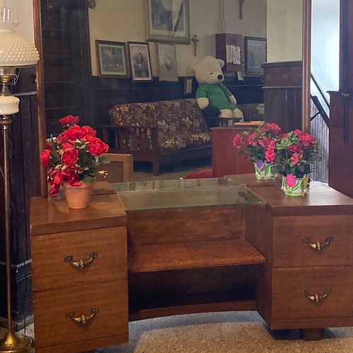 Dressing Table/Vanity with Bedframe (F564)