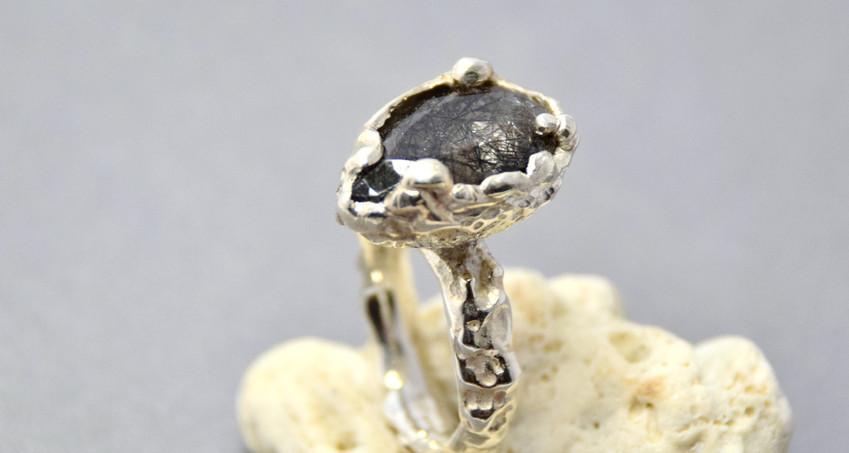 quartz rock flower ring