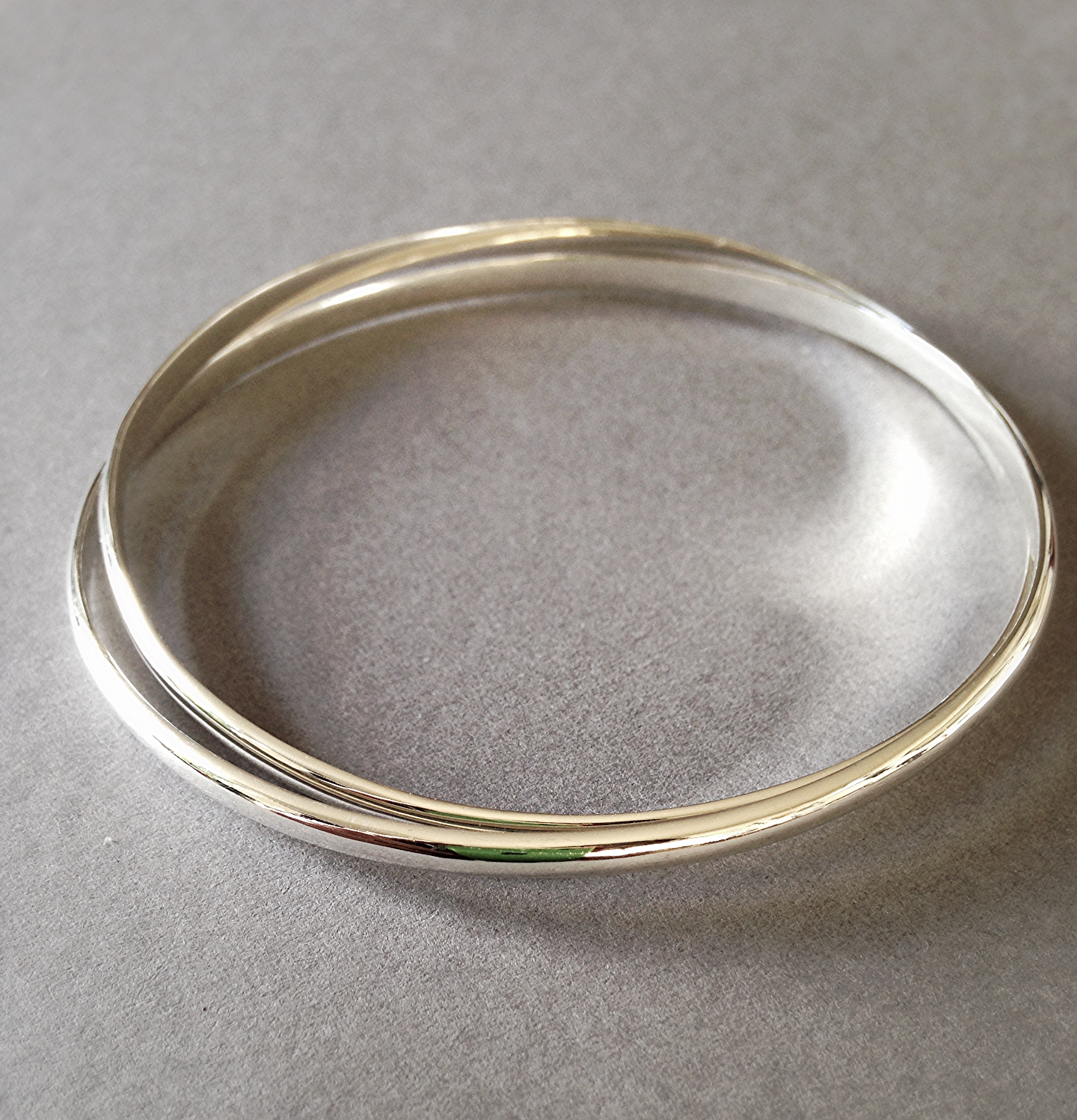 Interlocking bangle