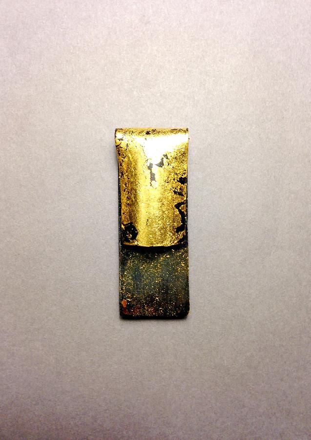 fold brooch