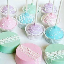 Pastel Cakepops and Oreos