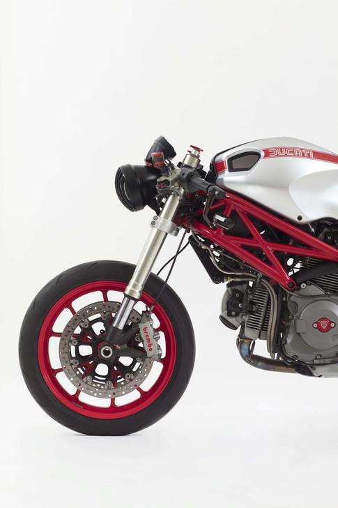 stuidio7 rodrigo vega moto.jpg