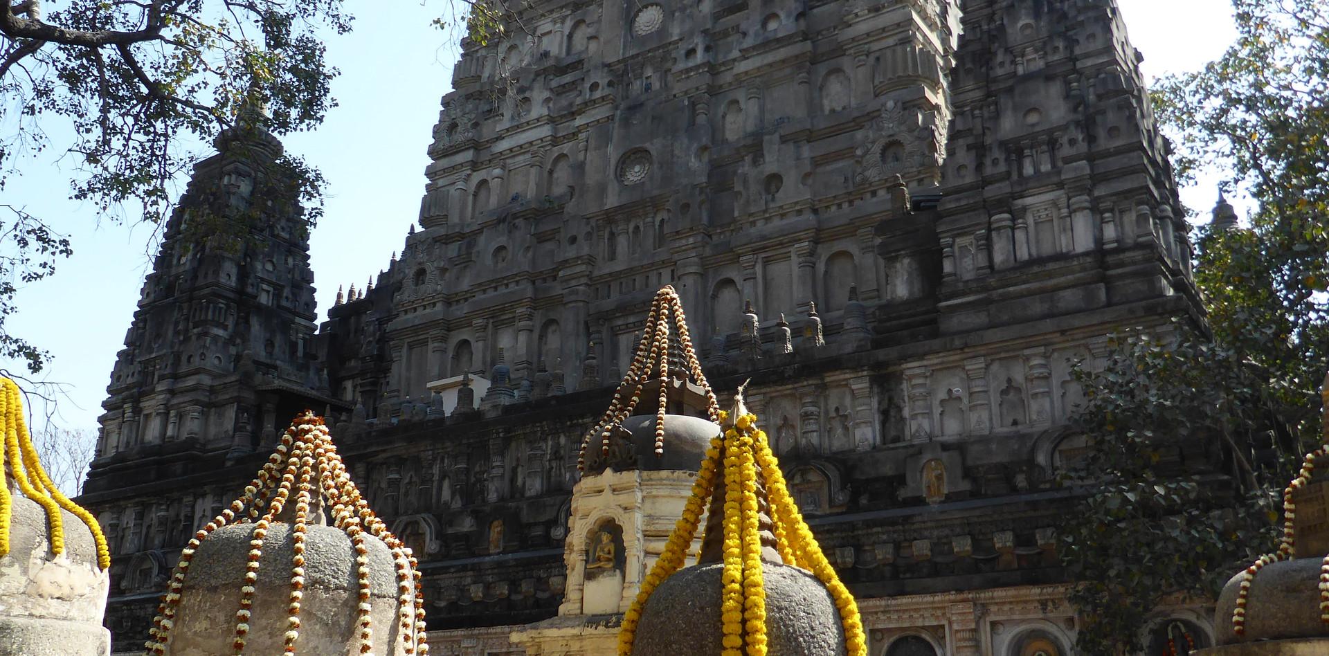 Hauptstupa und kleine stupa in Bodhgaya