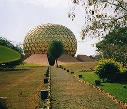 Matrimandir, das spirituelle Herz von Auroville. Spirituelle Reisen MahaMetta