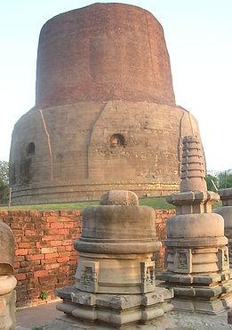 Sarnath, der Ort, an dem Gautama Buddha seine ersten Lehren gab. Buddhistisches Meditation Seminar mit Mahametta