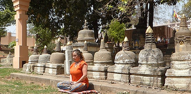 Meditating in Bodhgaya (India). Psychological counselling, hypnosis and workshops - seminars with May in Munich