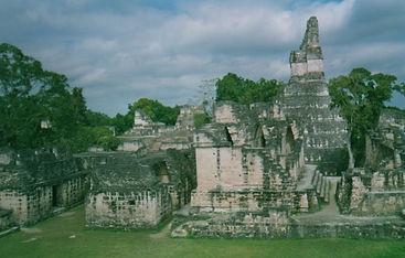 Mayan temple in Guatemala. Maha Metta Reisen