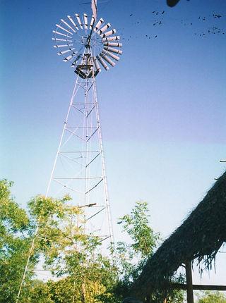 Alternativer Energieversorger in einer Gemeinde in Auroville. Spirituelle Reisen MahaMaya