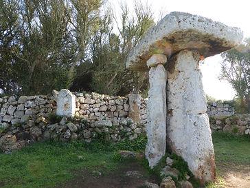 La Taula en Menorca, donde se realizaba para rituales espirituales. Viaje espiritual con Maha Metta