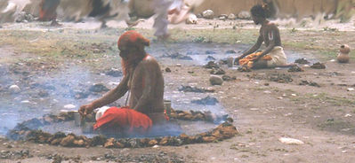 Indian Sadhus meditating. Maha Metta Reisen