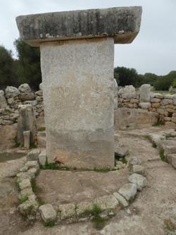 Taula und Ritual Bereich. Torre D´en