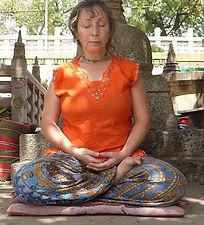 Meditando en Bodhgaya, India