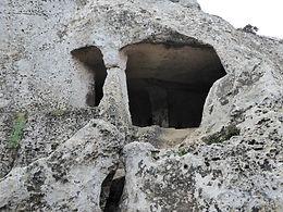 Hypogäum in Menorca. Kollektive Bestattungsstätte wo wir heute meditieren. Spirituelle Reisen mit Maha Metta
