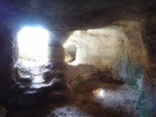 Cuevas en Menorca para la meditación. Desarrollo psíquico con Maha Metta Akademie
