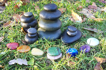 Volcanic stones, chakra stones and marmor for Hot Stone Massage. Wellnes Massage and treatments with May in Munich