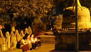 Women praying at night in Bodhgaya, India. Workshop about Buddhist Meditation with Mahametta Akademie