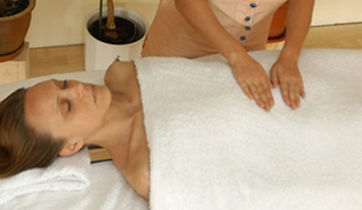 Reiki treatment. Wellness Massage and treatments with May in Munich