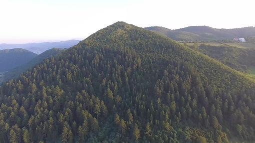 Sonne Pyramide. Bosnien. Maha Metta und Geoviva Spirituelle Reisen