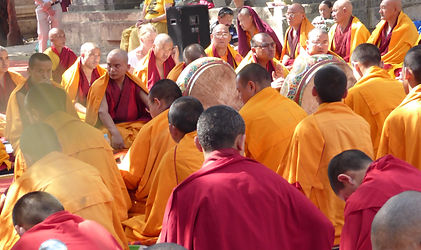 Tibetische Mönche in Bodhgaya, Indien. Buddhistisches Meditation Seminar mit Mahametta