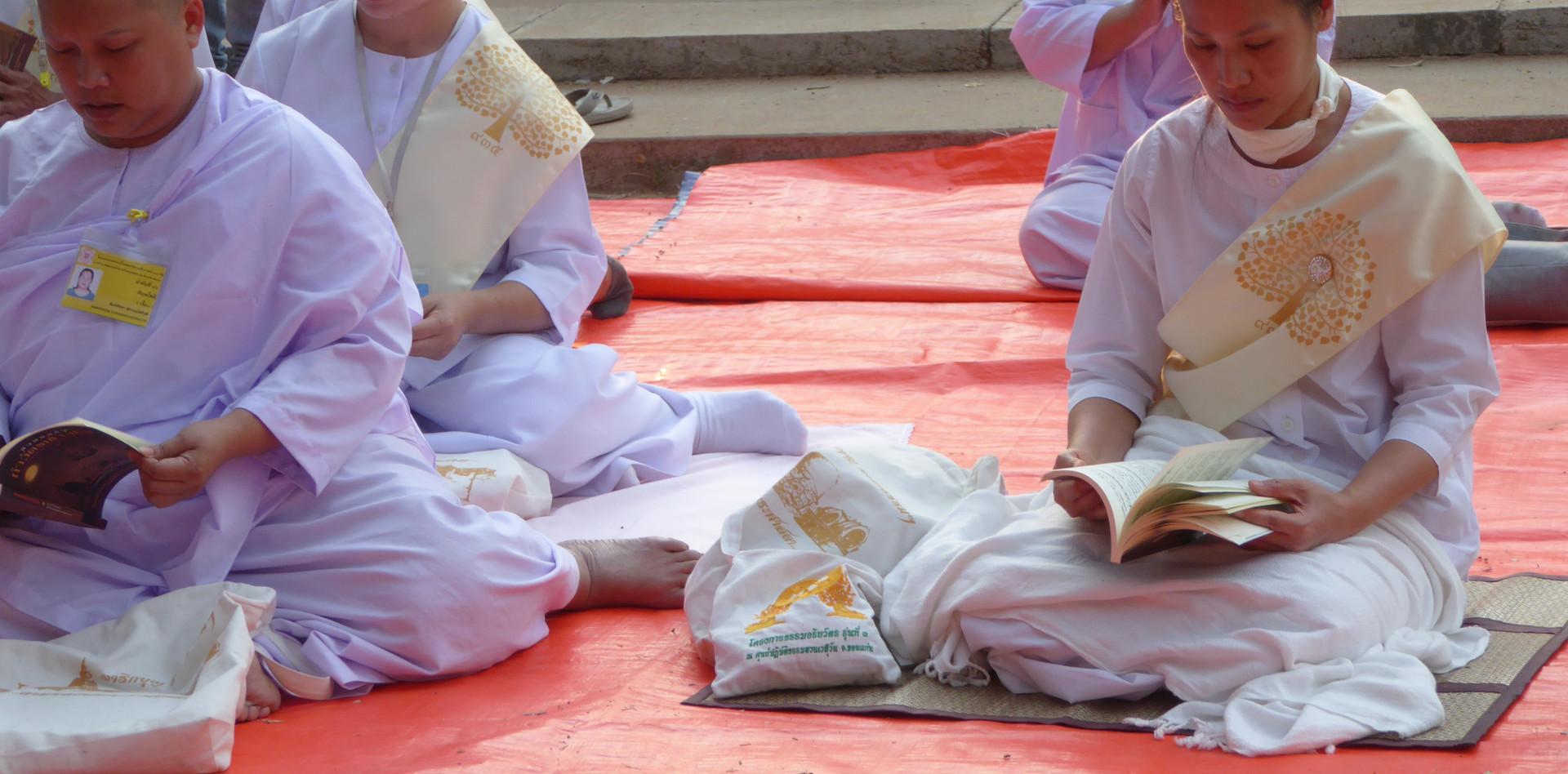 Thai buddhist women praying