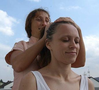 Indische Kopf Massage. Wellness Massagen mit May in München