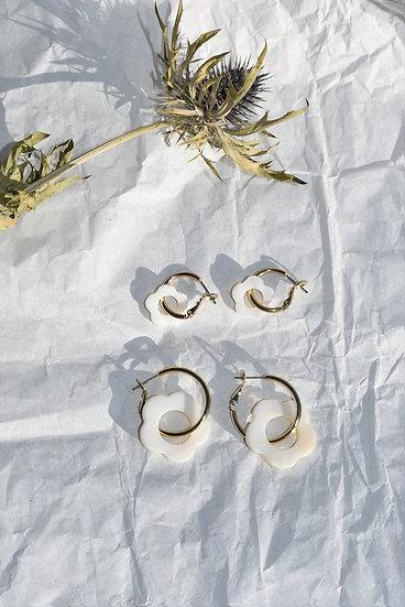 VRNQ ~ Boucles golden hoop flower