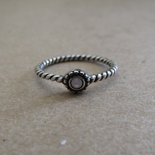 Twisted Stone Midi Ring