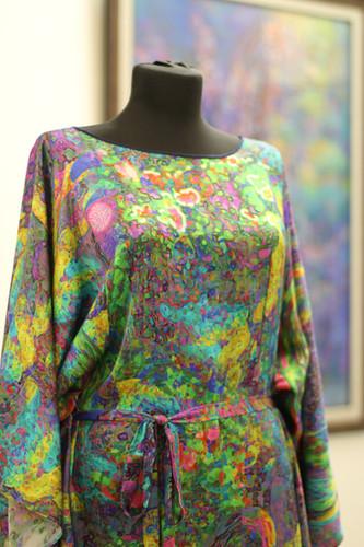 Авторское платье из шелка. Рисунок-принт
