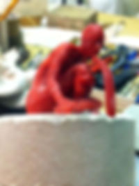 sculpture en cire en cours de montage pour un tirage en bronze
