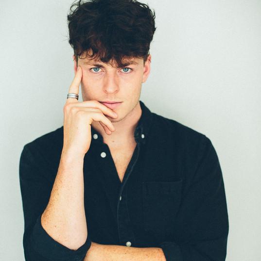 Charlie Wallbank - singer - Frank