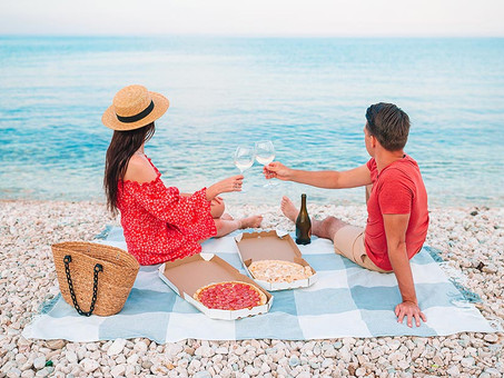 A Romantic Beach Picnic in the Bahamas