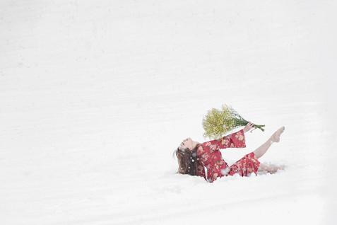 雪に舞う花のように