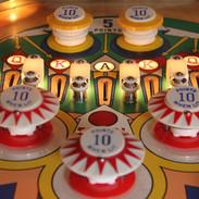 Gottlieb Kings & Queens pinball machine detail of upper playfield