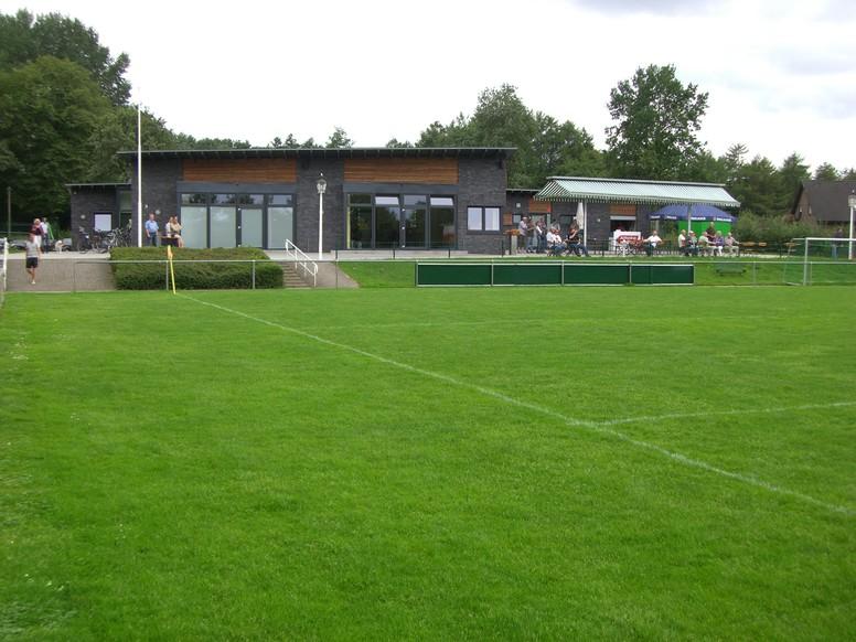 Rasen_Vereinshaus2