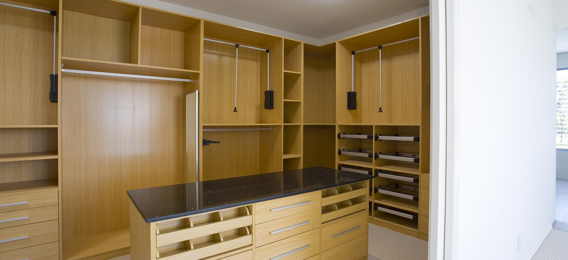 Fully Fitted Dressing Room