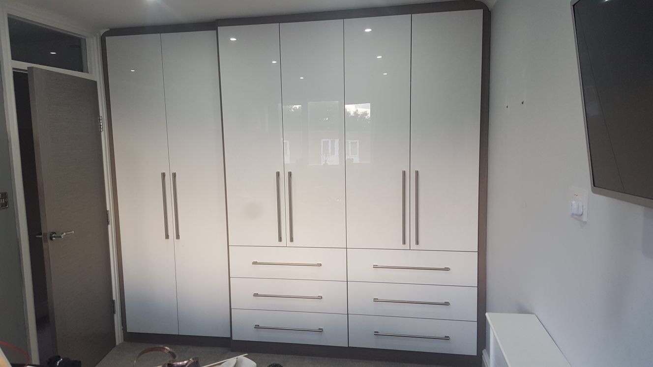 Full Wall Wardrobes and Drawers