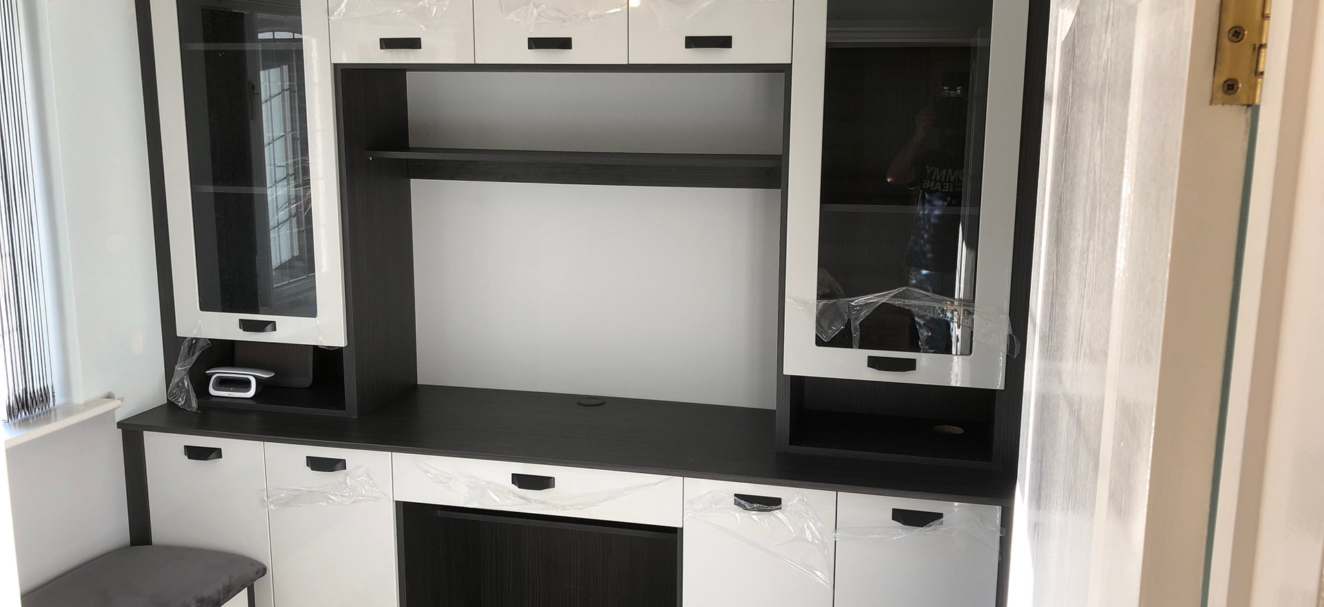 Luxurt Cabinet and Drawers