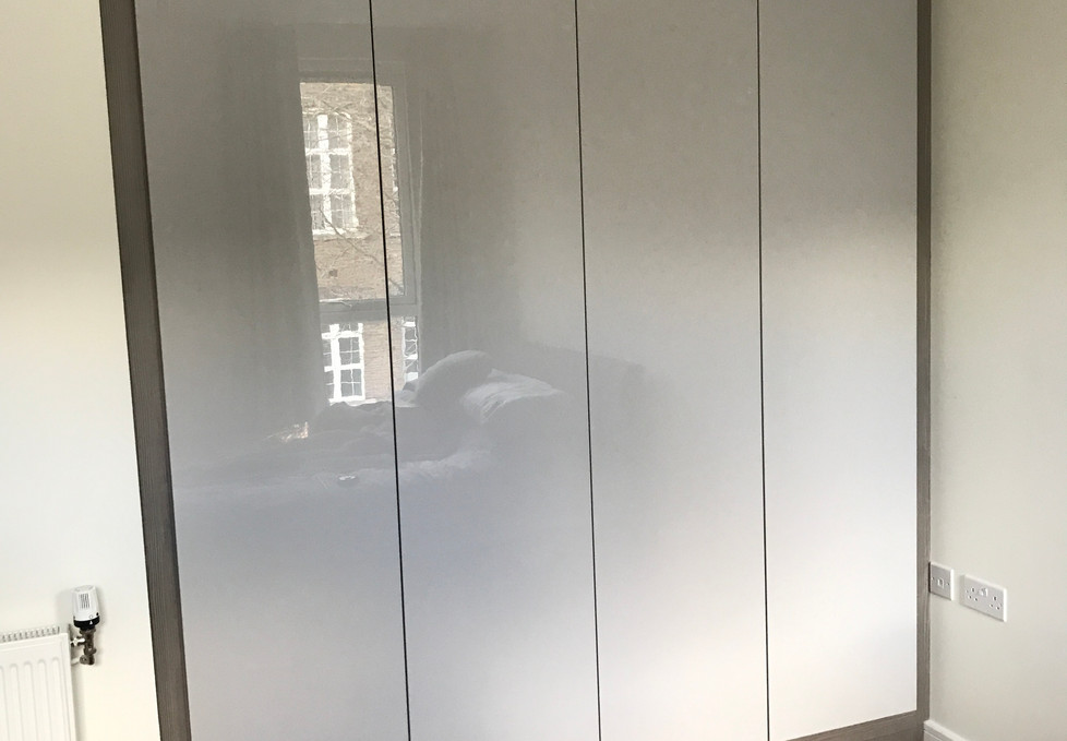 Fitted Handle Free Wardrobe
