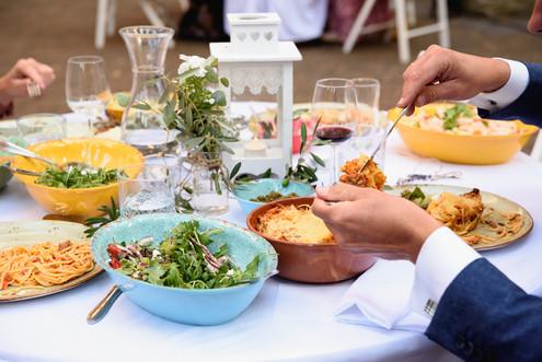 italiaanse shared dining tijdens bruilof