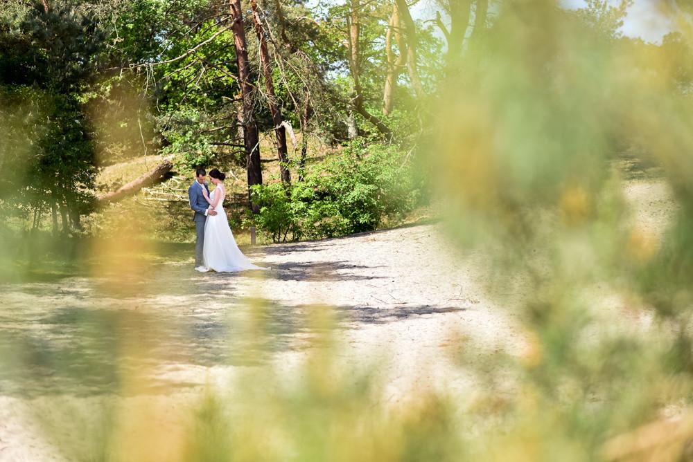 bruidspaar fotoshoot bij de soesterduine